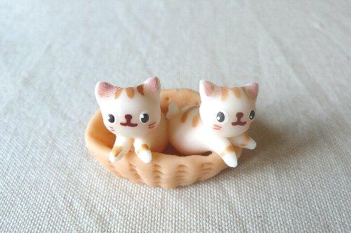 画像1: バスケット猫2匹E
