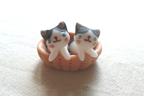 画像1: バスケット猫2匹A