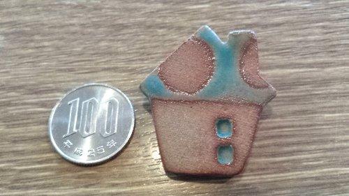 画像1: 陶器ブローチ ハウスD